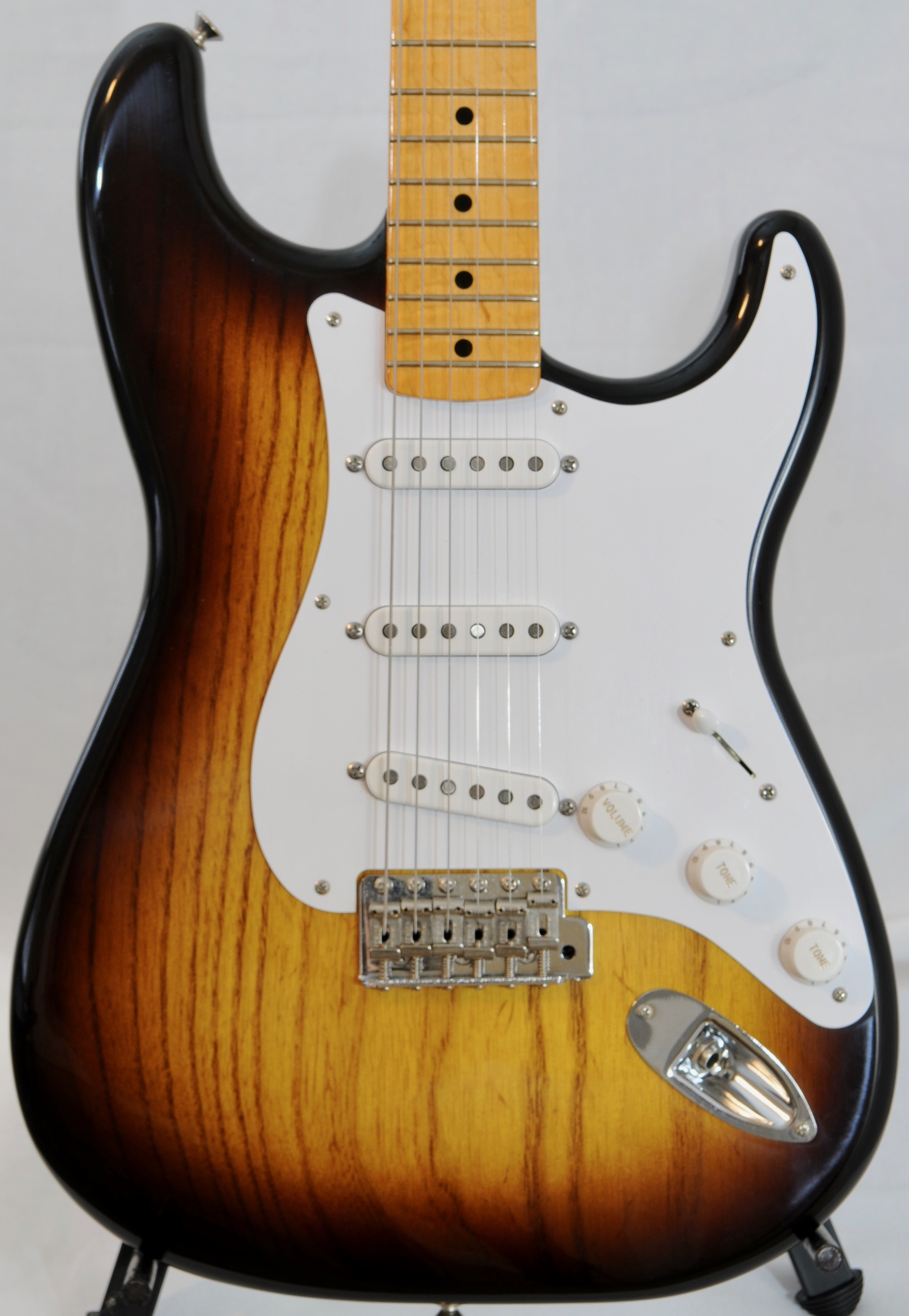 Gil Yaron STRAT – Just 7 pounds!  Near Mint Condition
