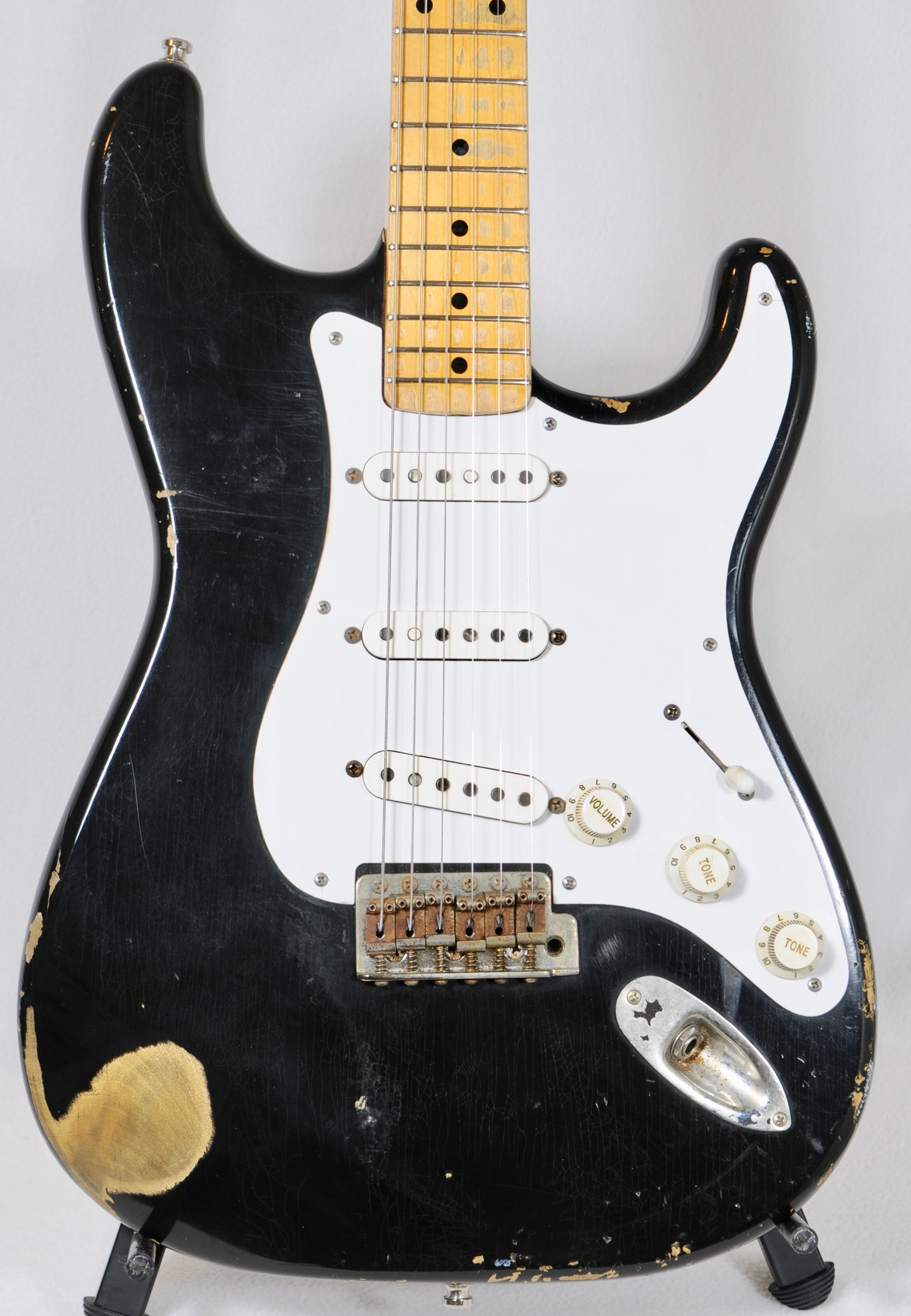 SEUF Stratocaster – VALUE ALERT! WOW guitar at competitive price!